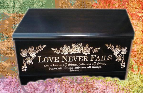 Hope Chest Amish chest Love Never Fails, Silver Maple, MEDIUM Onyx Stain